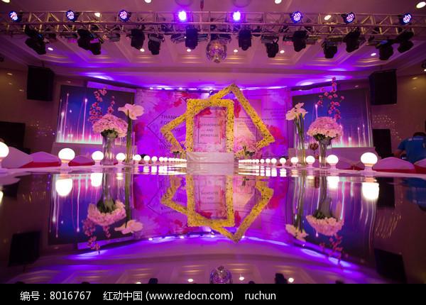 新婚紫色舞台布置图片