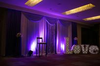 紫色背景婚礼布置