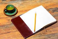 红色笔记本