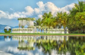 水边草坪婚礼