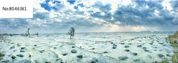滇池岸边水面耶稣光景观图片