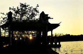 日落建筑剪影风光图片