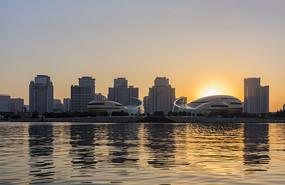 日落下的河南艺术中心