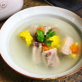 高颜值玉米排骨浓汤