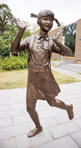 欢欣鼓舞的女学生雕塑