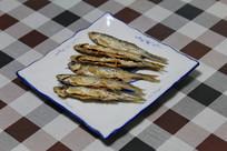 家常菜油炸小鱼