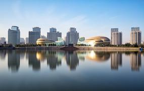 蓝天下的河南艺术中心