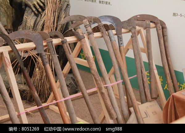 传统农业工具镰刀图片