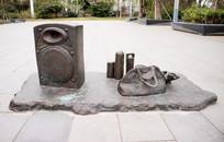 音响水杯和手提袋雕塑