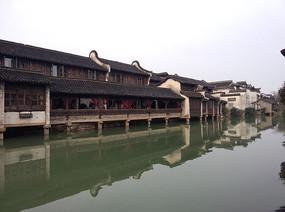 乌镇水乡旁边古老建筑