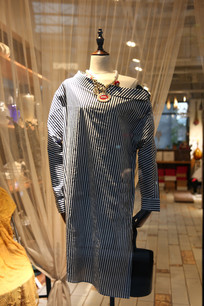 一件女性服装