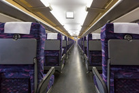 无人的高铁车厢座椅