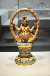 孕妇形瓷器