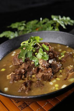 铁锅炖羊肉