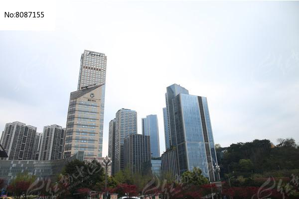 城市里的高楼图片
