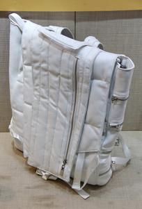 白色女式皮挎包
