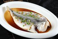豆酱蒸东海大黄鱼