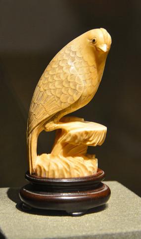 文物象牙雕鸟摆件
