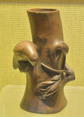 文物紫砂鸟雕笔筒
