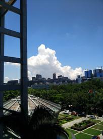 城市天空云彩风景图