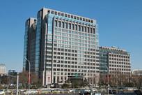 蓝天背景的农行总行大厦