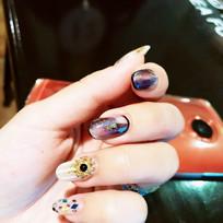 贴钻石的指甲
