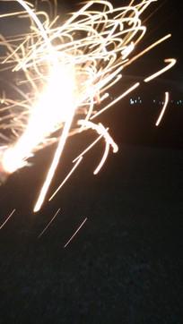 烟花流光闪烁夜景摄影图