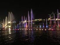 城市湖边夜景图片