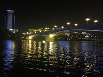 城市沿江大桥夜景图片