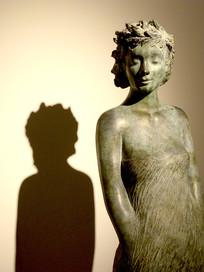 女性半身雕像