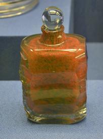 欧洲带塞子的红色香水瓶
