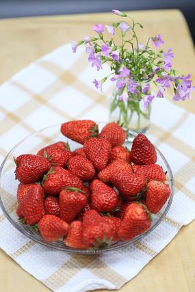 草莓很好吃