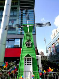 绵阳商业中心的大风车