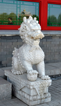 威武的公狮子雕像