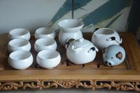 一套白茶具