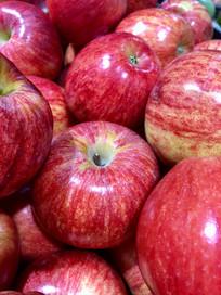 一堆红色的苹果
