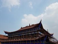 蓝天下的寺庙