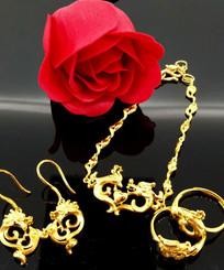 三件黄金饰品
