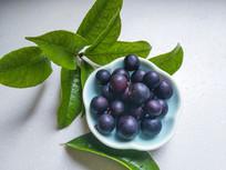 一盘蓝莓果
