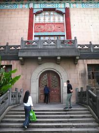 老上海市政府建筑边门