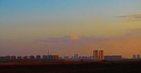 夕阳晚霞中的城市