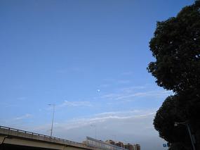 蓝天白云月亮