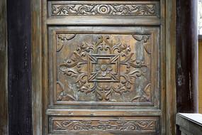 门饰木雕花卉蝠纹