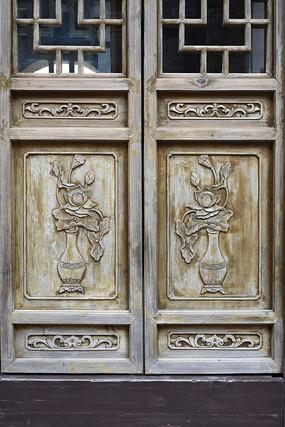 门饰木雕瓶花