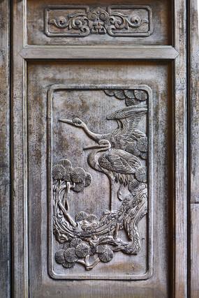 门饰木雕松鹤图案