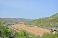 黄土高原上的公路