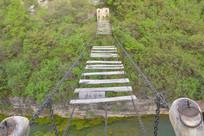 破旧的铁索桥