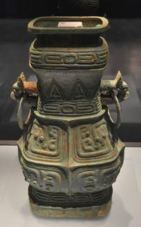文物西周龙纹铜方壶