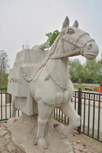 雕塑白马驮经