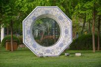雕塑刻花瓷盘